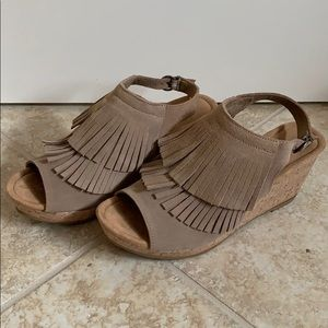 Women's Minnetonka Fringe Wedge Sandal Size 10